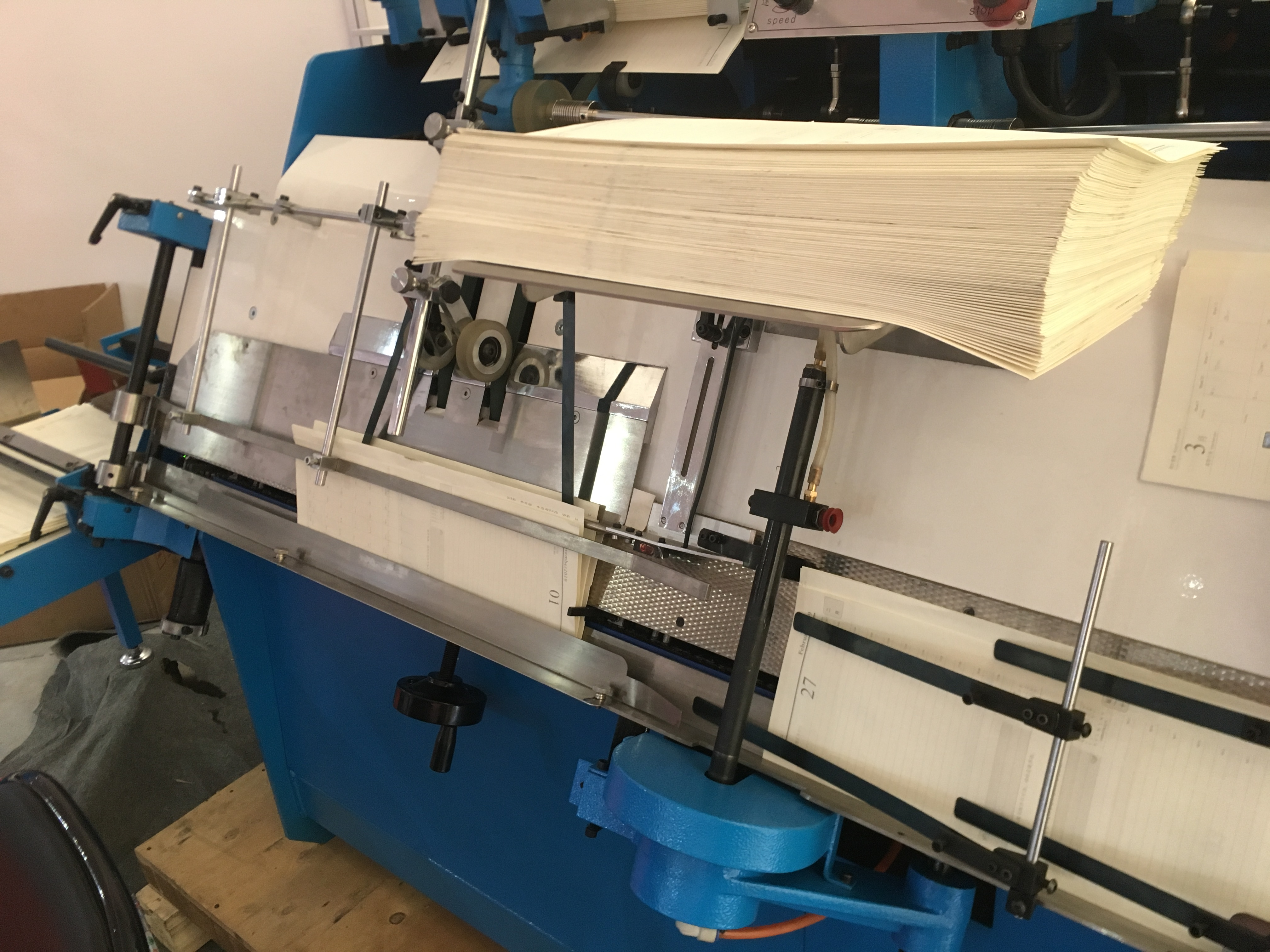 Automatic Signature Tipping Machine for Hard Cover Books End Papering